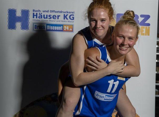 1. Damen:  Schütter und Wolff weiter an Bord